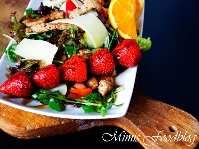Salat mit Erdbeer-Balsamico-Spieß