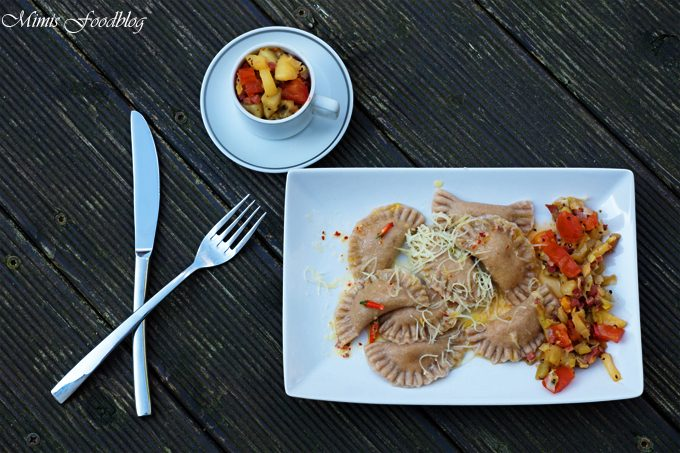 Gorgonzola-Ravioli mit Kiwi-Pfirsich-Chutney