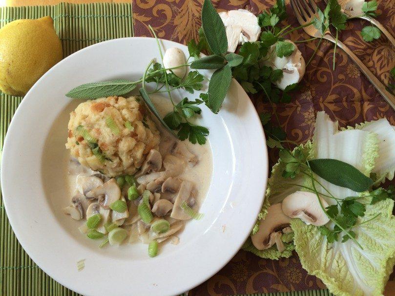{Gastbeitrag von Food for Family} Semmelknödel mit Salbei-Champignon-Sauce