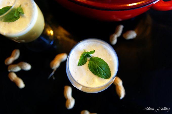 Butternut-Kürbis-Erdnuss Suppe mit Vanille-Minz-Schaum