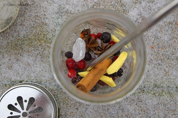 Frischer Gewürz-Waldfrucht-Tee
