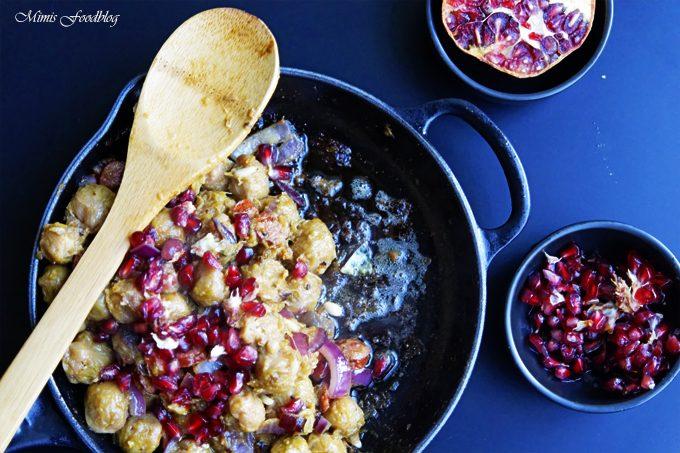 Deftiger Rosenkohl mit Granatapfel