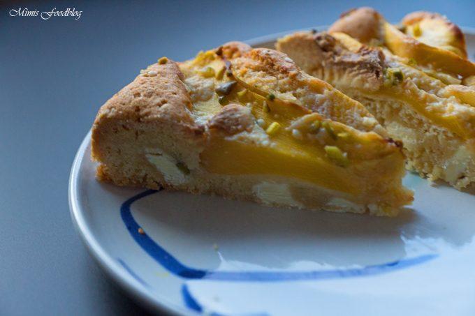 Mango-Pistazienkuchen mit weißer Schokolade