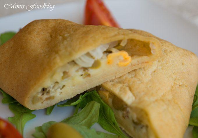 Oliven-Zwiebel-Ziegenkäse Pfannkuchen