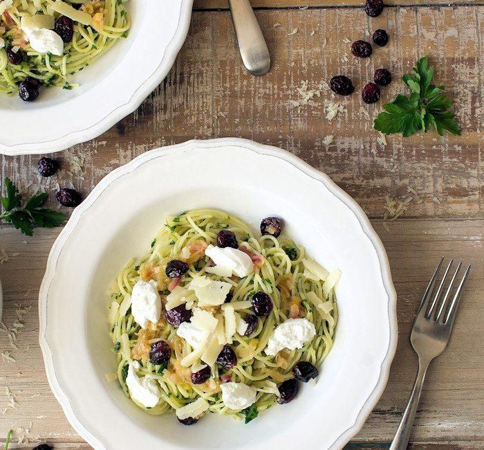 Spaghettini mit Paranuss-Petersilien-Pesto & Cranberrys
