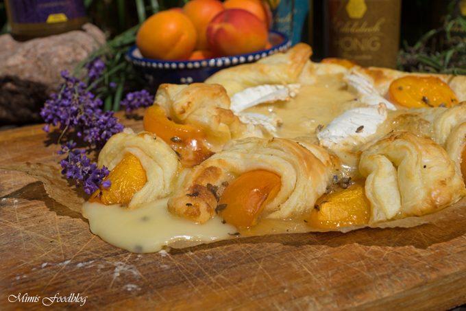 Käse-Aprikosen-Wheel mit Lavendel-Honig [Werbung]