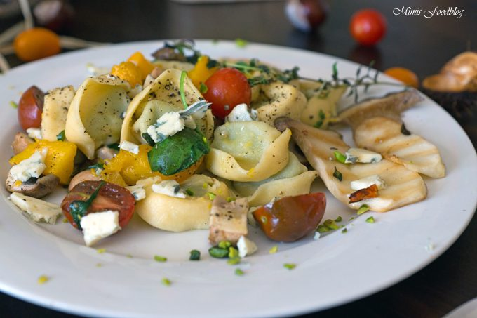 Tortellini mit Kürbis, Kräuterseitlingen und Spinat [enthält Werbung]