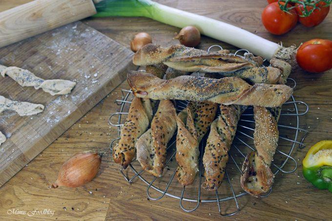 Knusper-Stangen mit Roggenmehl und Bacon