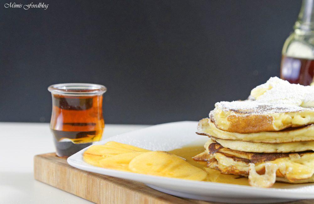Buttermilch Pancakes mit Ahornsirup