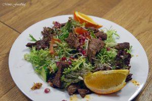 Friséesalat mit Granatapfel und Rinderstreifen 3