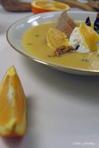 Orangen Kürbis Süppchen mit karamellisierten Mandeln 3