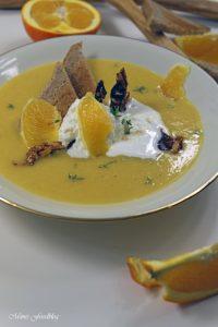 Orangen Kürbis Süppchen mit karamellisierten Mandeln 4