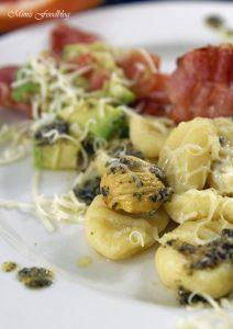Selbst gemachte Gnocchi mit Bruschetta Butter Maronen und Grapefruit Guacamole 6