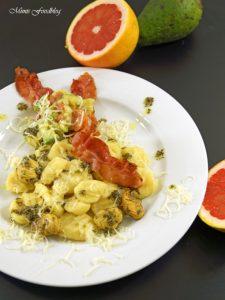 Selbst gemachte Gnocchi mit Bruschetta Butter Maronen und Grapefruit Guacamole 7