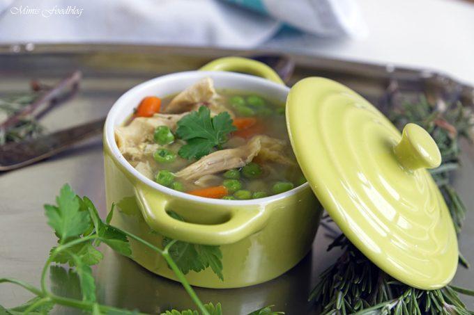 Selbst gemachte Hühnersuppe ~ der Klassiker in jeder Küche