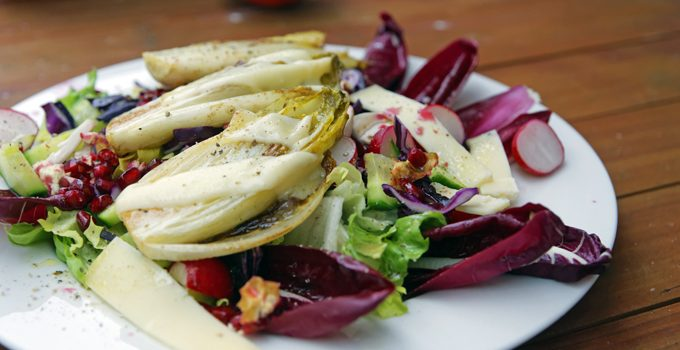 Wintersalat mit Rotkohl Granatapfel mit gebratenem Chicoree 6