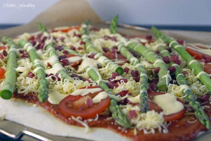 Grüne Spargelpizza mit Dinkelboden ~ Start in die Spargelsaison