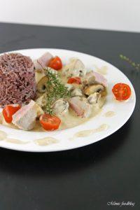 Medaillons aus der Pfanne mit Pilzen Tomaten und Sahne Sauce mit Thymian 6