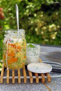 Linsensalat mit Karotten Erbsen und einer Joghurt Kräuter Sauce Linsen die wiederentdeckte Hausmannskost 1