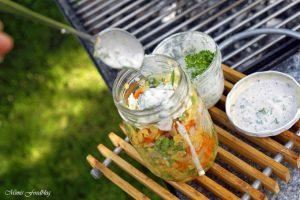 Linsensalat mit Karotten Erbsen und einer Joghurt Kräuter Sauce Linsen die wiederentdeckte Hausmannskost 2