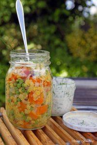 Linsensalat mit Karotten Erbsen und einer Joghurt Kräuter Sauce Linsen die wiederentdeckte Hausmannskost 4