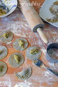 Roggen Hartweizengries Kürbiskernöl Ravioli mit einer Büffelmozarella Steinpilz Füllung 5