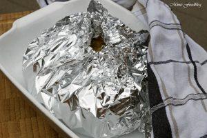 Lachs aus dem Backofen auf einem Brokkoli Kartoffel Bett mit frischen Gartenkräutern 9