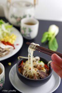 Rindfleisch mit Glasnudeln ein leckeres asiatisches Bowl Rezept 1