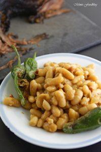 Texas BBQ Brisket aus dem Dutch Oven mit smoky Baked Beans rustikales Outdoor Cooking 16