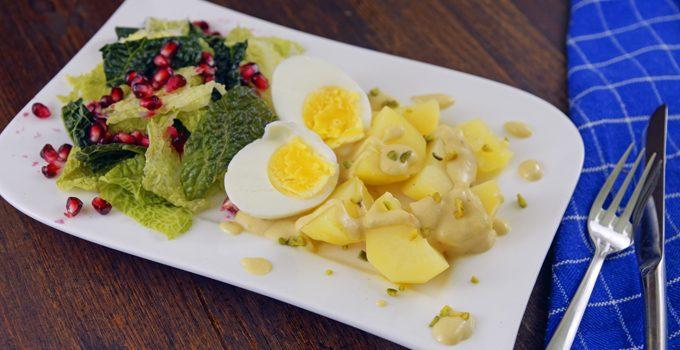 Eier in Senfsoße Der Klassiker neu interpretiert mit Pistazien Wirsing und Granatapfel 3