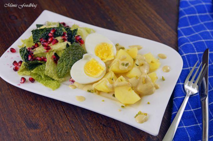 Eier in Senfsoße ~ der Klassiker neu interpretiert mit Pistazien, Wirsing und Granatapfel