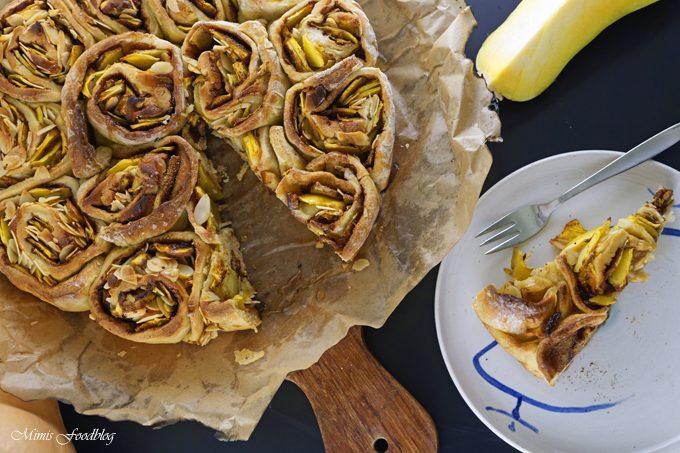 Kürbis-Marizipan-Mandel Kuchen im Dutch Oven ~ Eine kleine Geburtstagssause, Gewinne und ein bisschen Werbung
