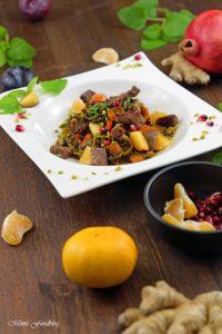 Orientalischer Reis Pilaw mit Rindfleisch Aromatisches Reisgericht mit Gemüse Rosinen Clementinen und Pistazien 7