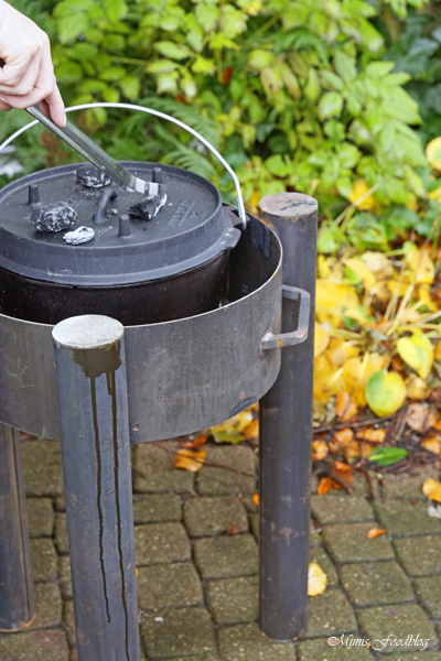Anzeige Deftiges Kaffee Gulasch aus dem Dutch Oven Outdoorcooking mit flammo Dutch Oven Feuerschale 3