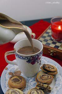 Schwarz Weiss Gebäck marmoriert mit weihnachtlicher Schokoladenfüllung 6