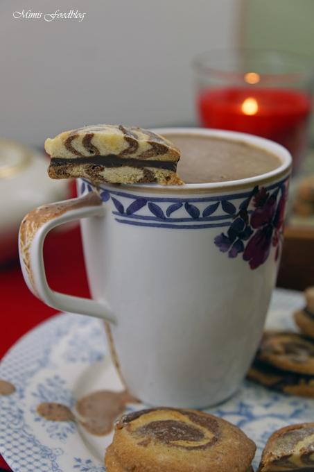 lasst euch das schwarz wei gebck mit weihnachtlicher schokoladenfllung gut schmecken - Schwarz Weis Geback Muster Anleitung