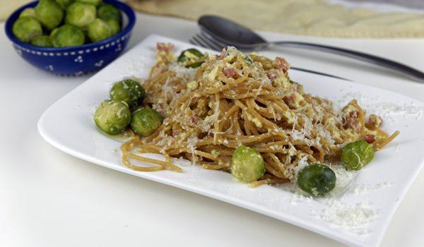 Vollkorn Spaghetti Carbonara mit Rosenkohl herbstlich rustikales Pastaglück 3