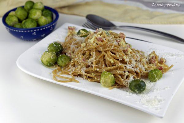 Vollkorn-Spaghetti Carbonara mit Rosenkohl ~ herbstlich, rustikales Pastaglück