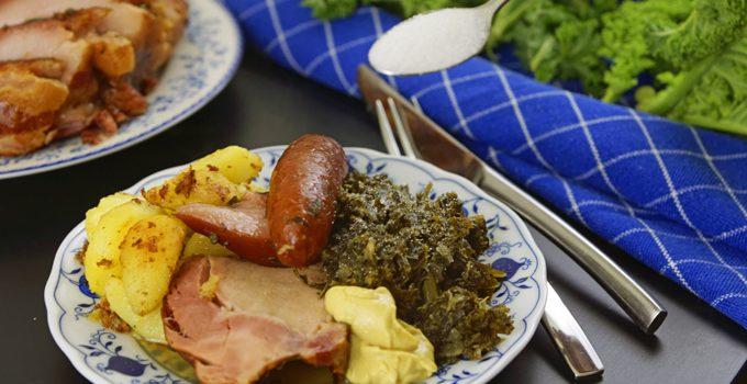 Grünkohl mit karamellisierten Kartoffeln typisch norddeutsches Wintergericht 10