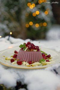 Granatapfel Panna Cotta weihnachtliches Dessert mit Pistazien und weißer Schokolade 9