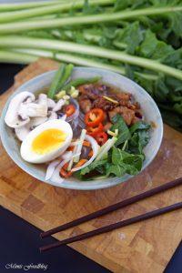 Scharfe Bowl mit Löwenzahn und Geflügel eine Hühnersuppe der besonderen Art 3