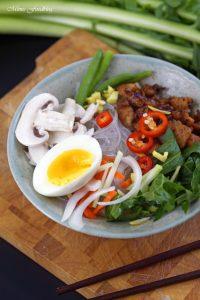 Scharfe Bowl mit Löwenzahn und Geflügel eine Hühnersuppe der besonderen Art 4