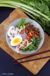 Scharfe Bowl mit Löwenzahn und Geflügel eine Hühnersuppe der besonderen Art 5