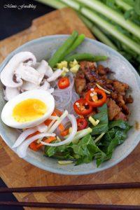 Scharfe Bowl mit Löwenzahn und Geflügel eine Hühnersuppe der besonderen Art 6