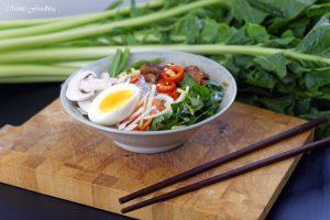 Scharfe Bowl mit Löwenzahn und Geflügel eine Hühnersuppe der besonderen Art 8