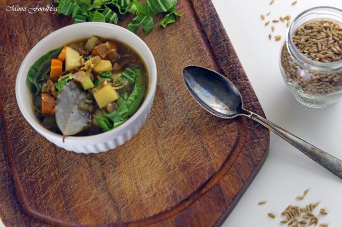Grünkerneintopf mit Mangold und Karotten ~ eine deftiger Gemüseeintopf