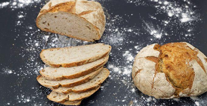 Kleines Bauernbrot das selbst gebackene rustikale Brot 5