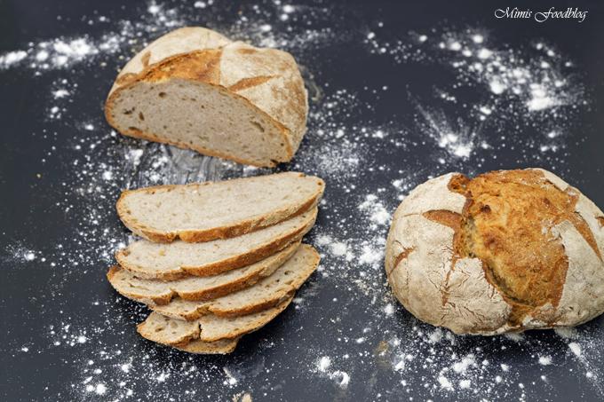 Kleines Bauernbrot ~ das selbst gebackene rustikale Brot - Mimis Foodblog