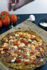 Meeresfrüchte Pizza Low Carb Pizza mit Zucchini Boden 6