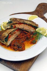 Lachs in Filoteig Gefüllt mit Tomaten und Spinat auf einer Tomaten Kapern Sauce 4